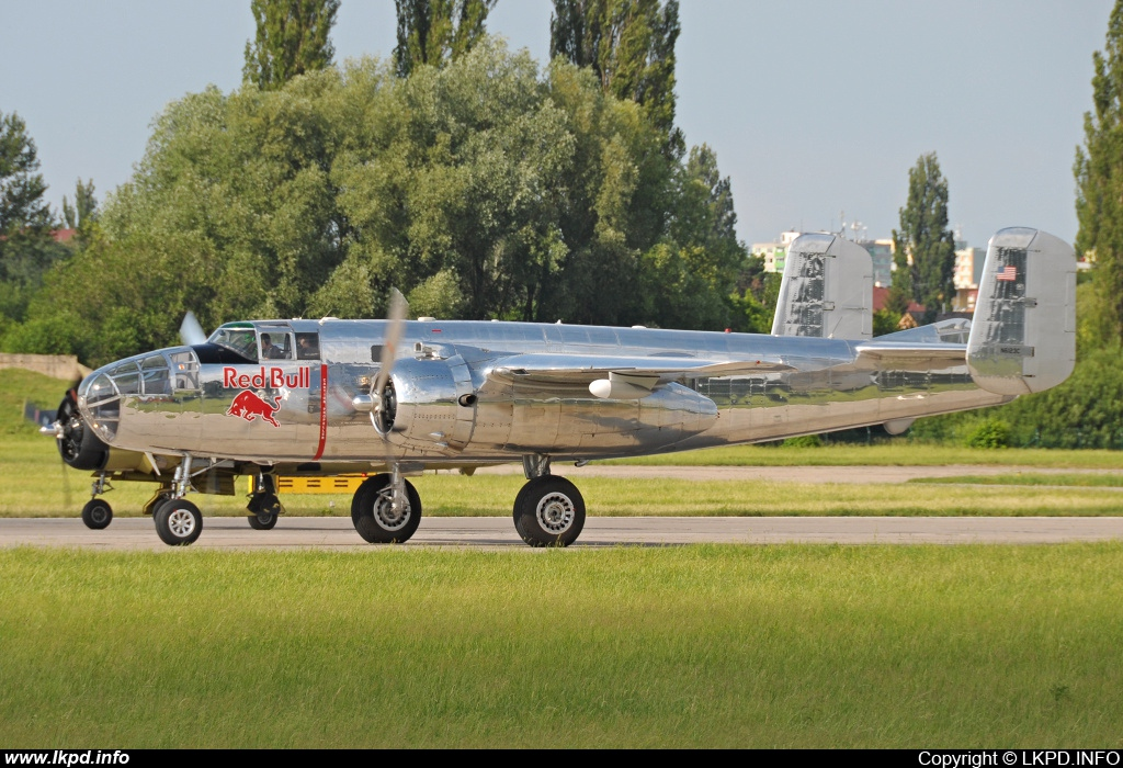 The Flying Bulls – North American B-25J N6123C